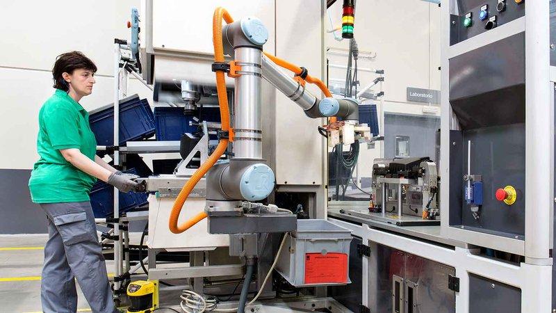 Stanowisko z robotem współpracującym Universal Robots