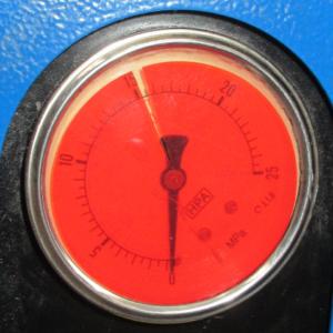Manometr ze zbyt wąskim zakresem ciśnienia roboczego