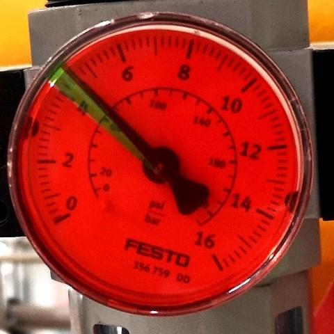 Manometr z wąskim zakresem ciśnienia roboczego